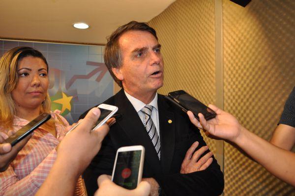 Jair Bolsonaro rasga o verbo em visita a Cuiabá; fala sobre impeachment e sua possível campanha à presidência