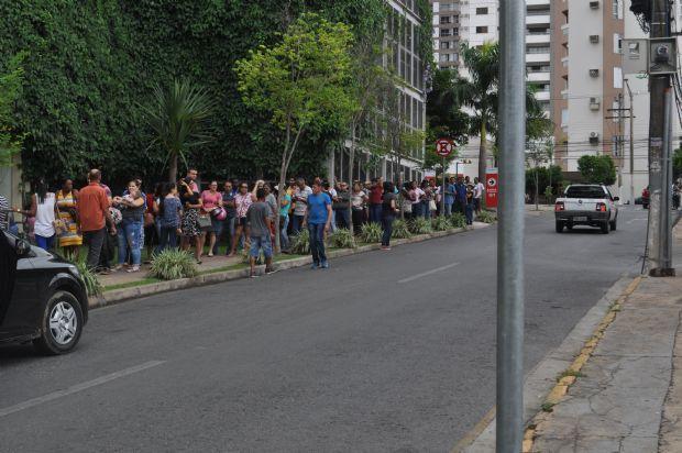 Polícia investiga venda de senhas em fila para cadastramento biométrico do TRE