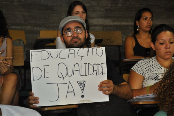 Greve dos professores da UFMT permanece após 113 dias de luta