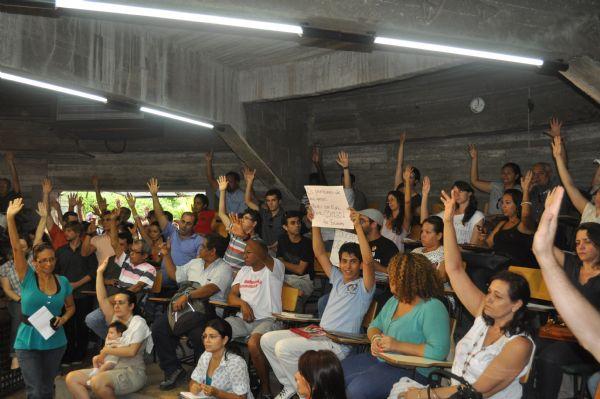 Grevistas se reúnem às 14 horas para decidirem se greve é encerrada