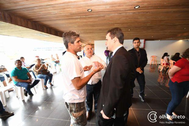 Pedro Taques escolheu Rogério Gallo (d) como novo secretário de Estado de Fazenda