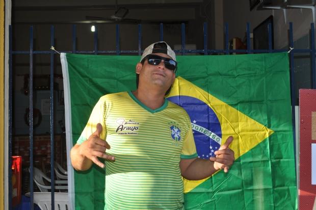 O garçom Diego Araujo viu alguns lances enquanto trabalhava na Praça da Mandioca
