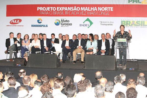 Dilma rasga elogios a Maggi, deixa explícita sua preferência e constrange Silval em Rondonópolis