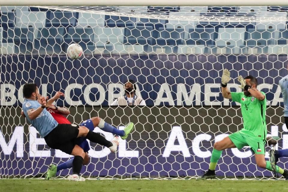 Uruguai e Chile empatam em jogo com gols de Vargas e Suárez na Arena Pantanal;  veja vídeos e fotos