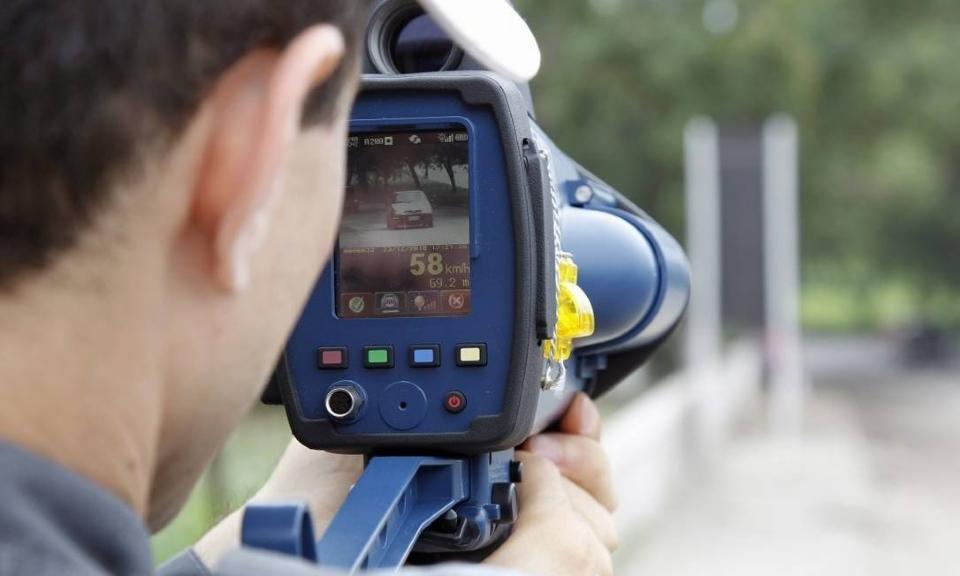 Lei aprovada na AL proíbe que policiais rodoviários se 'escondam' para usar radar
