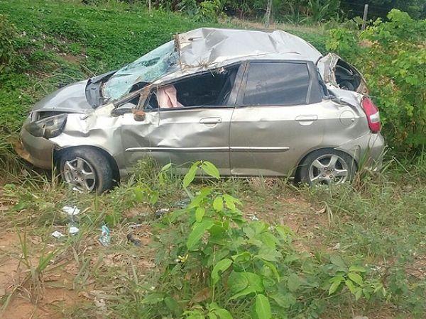 Jovem de 21 anos morre em acidente após amigo dormir ao volante e capotar Honda Fit