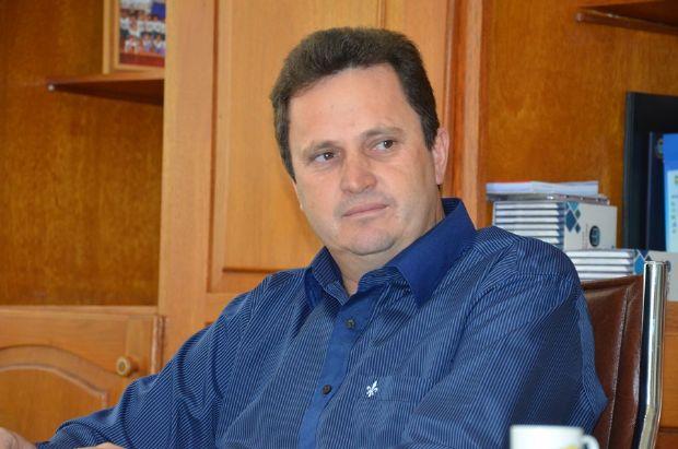 Ex-prefeito é agredido por advogado após supostamente insultar vereadora na Câmara