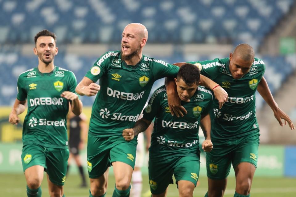 Cuiabá busca empate após estar perdendo por dois gols e consegue um ponto contra o Fluminense;  veja melhores momentos