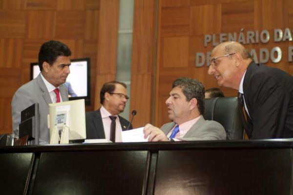 Pinheiro discute com Maluf e Botelho; Emanuel denuncia