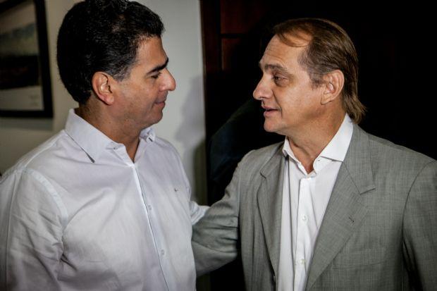 Emanuel PInheiro recebeu o secretário Wilson Santos, em seu gabinete, para tratar do VLT