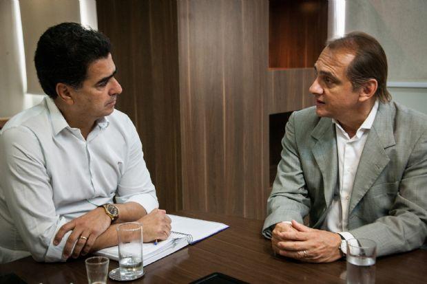 Emanuel Pinheiro com Wilson Santos, durante reunião sobre VLT, no Palácio Alencastro: prioridade às obras
