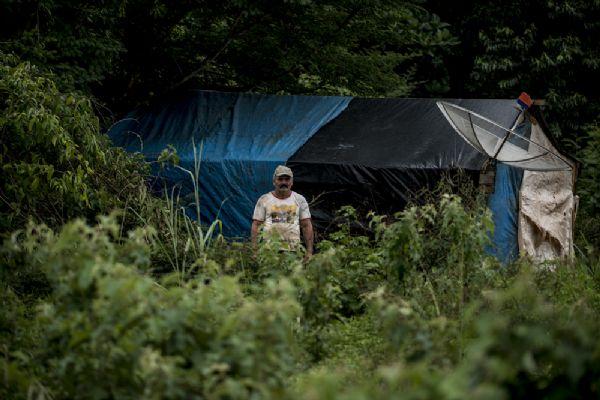 Primeira ordem de despejo é concluída em Suiá Missú e morador monta barraca à beira de rodovia