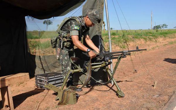 04/03/2013 - Exército brasileiro nega retirada de destacamento na fonteira de Mato Grosso com a Bolívia