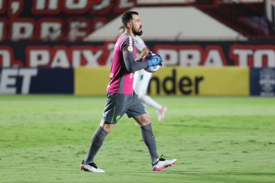 Walter faz boas defesas e Cuiabá segura empate fora de casa contra o Atlético (GO);  veja melhores momentos