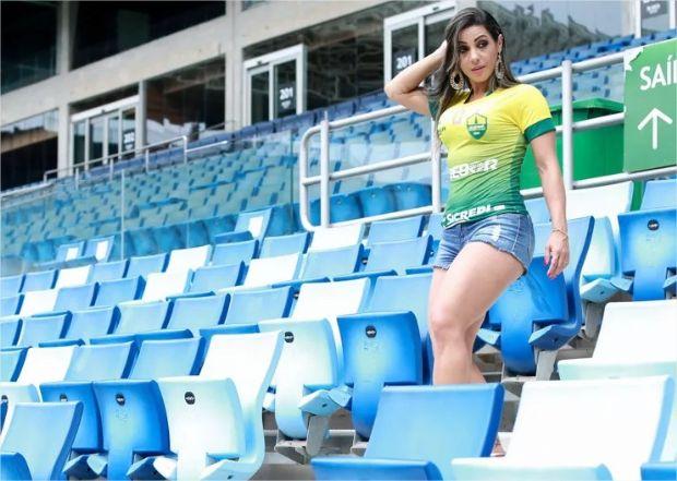 Avó, representante do Cuiabá é a musa do Mato-grossense de 2017;  veja fotos do ensaio