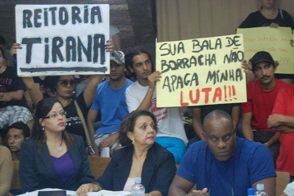 População vê manifestantes da UFMT como usuários de drogas porque é alienada, diz mestre