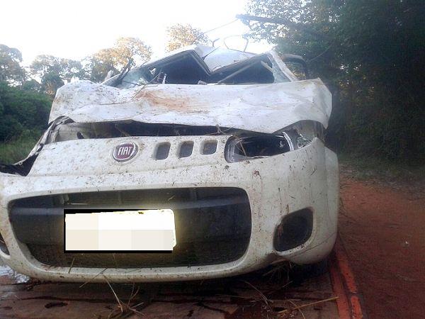 Capotamento de Uno deixa um morto e duas pessoas feridas em rodovia estadual