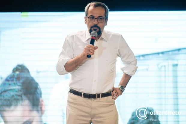 """Em Cuiabá, ministro alfineta reitora: """"Uma gestão ruim pode ter bilhões e vai terminar mal"""""""