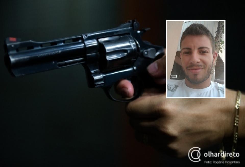 Com duas armas, atirador mata jovem e deixa três pessoas feridas em tentativa de chacina