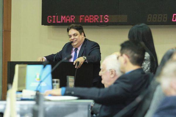 Gilmar Fabris consegue quebrar a monotonia da Assembleia, com pronunciamentos originais ao extremo