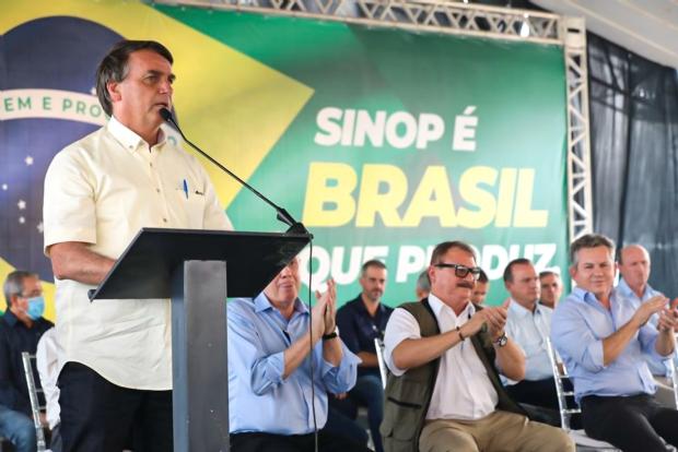 Em discurso acalorado, Bolsonaro minimiza incêndio florestais e diz que críticas interessam a concorrentes do agro