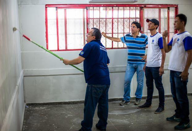 Pedro Taques não demonstrou muita técnica com o rolo de pintura