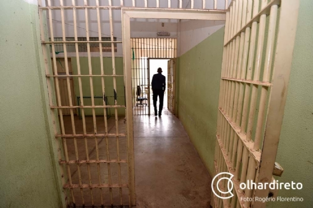 Procurada por roubo, mulher é presa tentando entrar com identidade falsa na PCE