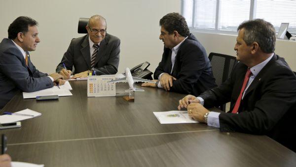 Guilherme Maluf e Nilson Leitão com o ministro Eliseu Padilha, da Aviação Civil