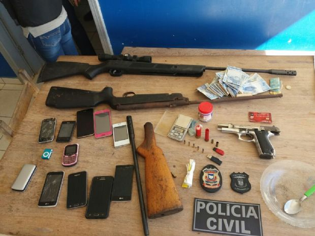 Família inteira é presa por tráfico de drogas e posse irregular de arma de fogo no interior