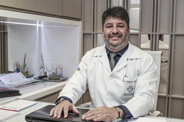 Médico se torna referência em MT após retornar de especialização em prótese peniana na Colômbia