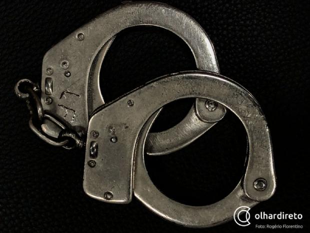 Falso médico é preso por trabalhar em hospital público de MT e usar documentos de primo