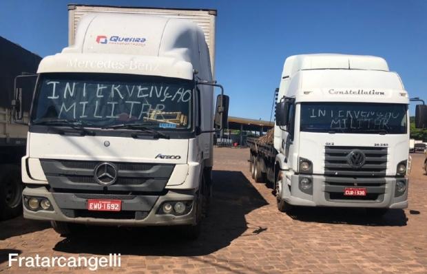 Caminhoneiros pedem intervenção militar e afirmam que não saem 'enquanto governo não cair';  vídeo