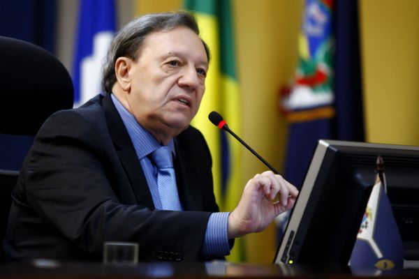 Após afastamentos, Domingos Neto é empossado como presidente substituto do TCE-MT