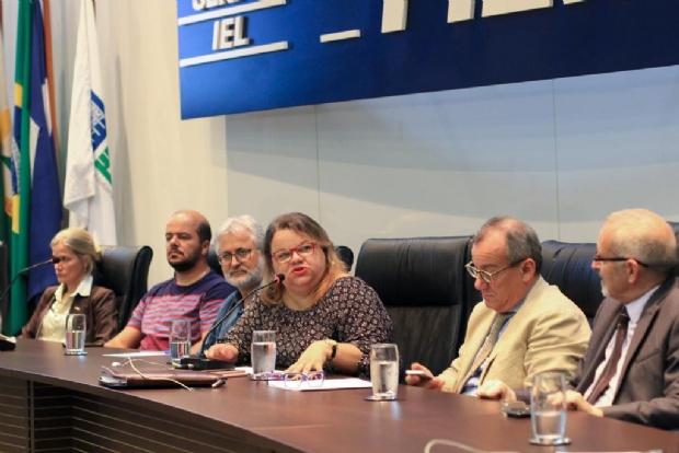 Vice-consulado da Itália apresenta proposta para inserir italiano nas escolas de MT