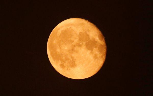 Maior Superlua em quase 70 anos vai iluminar o céu nesta segunda