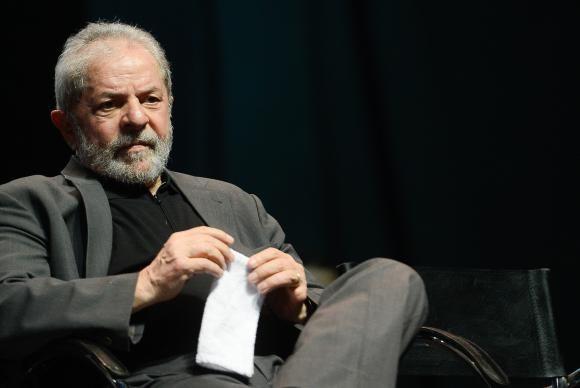 Deputado pede anulação de título de cidadão concedido a Lula e petista defende ex-presidente
