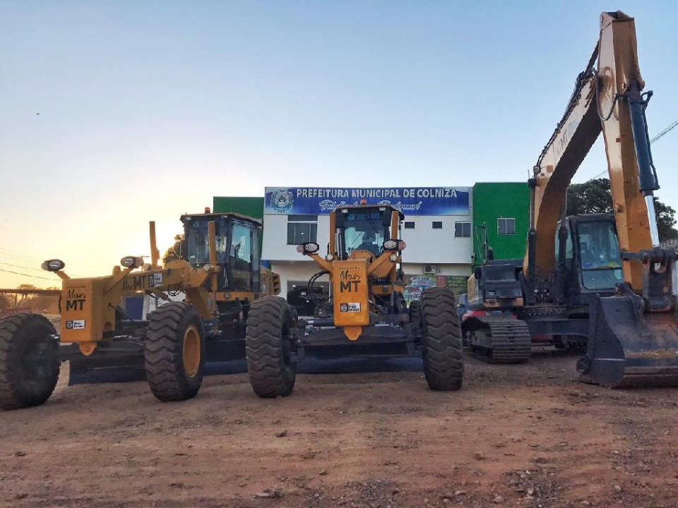 Máquinas doadas pelo Estado melhoram as condições das estradas no interior