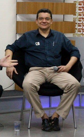 Marcos Coutinho tinha vários bordões e cobrar urgência, na notícia, era um dos principais