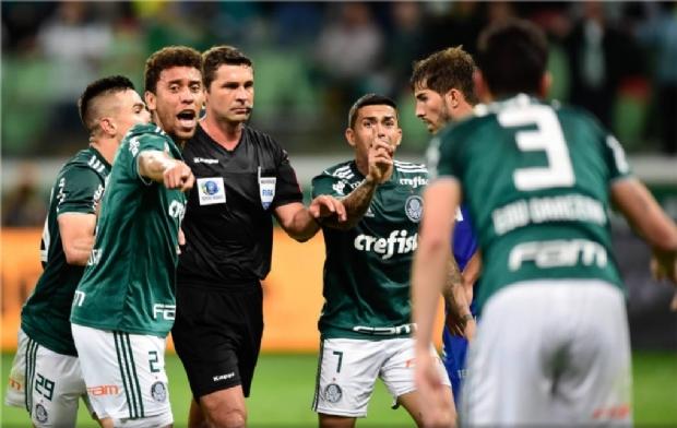 Árbitro mato-grossense volta a causar polêmica ao anular gol do Palmeiras e impedir uso do VAR;  veja