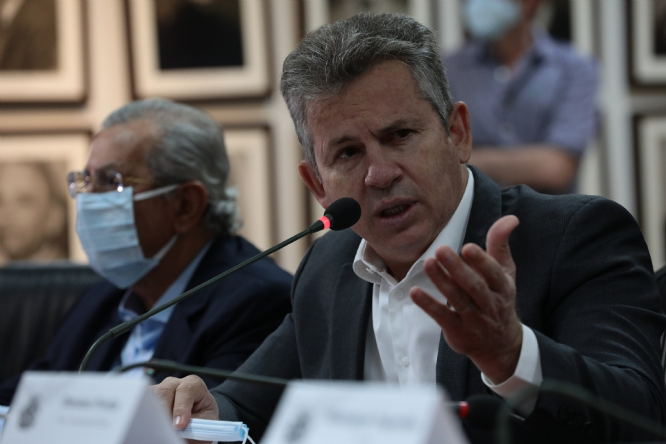 Mauro Mendes faz extensa agenda de avião, carro e barco no Araguaia com secretários, deputados e prefeitos