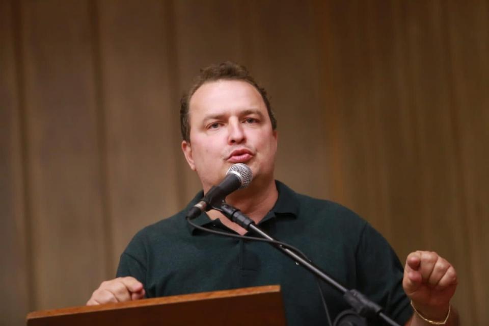 Max comemora convênio do governo para reforma de hospital em Barra do Garças