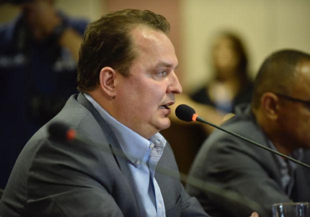 Sem dinheiro, Governo de Mato Grosso admite escalonamento de salário dos servidores