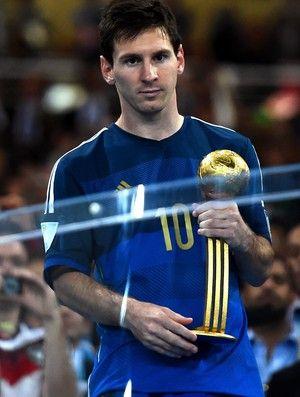 Messi, com o prêmio de melhor jogador da Copa: sem reação