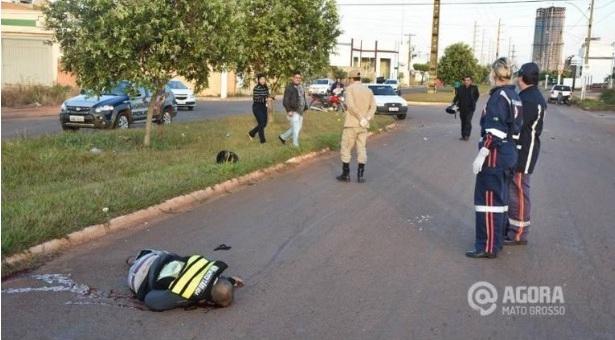 Mototaxista perde o controle, bate no meio fio e morre na manhã de domingo