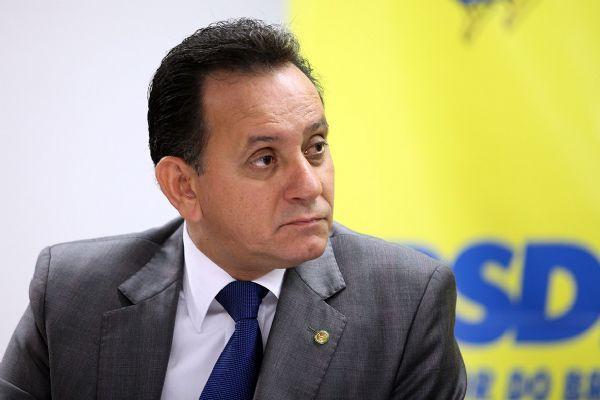 Denunciado por fiscal do PT, Nilson Leitão é levado para Polícia Federal em Sinop