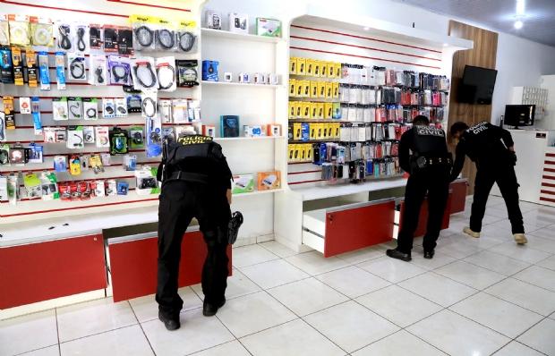 Usada para lavagem de dinheiro de facção criminosa, loja de informática movimentou quase R$1 milhão