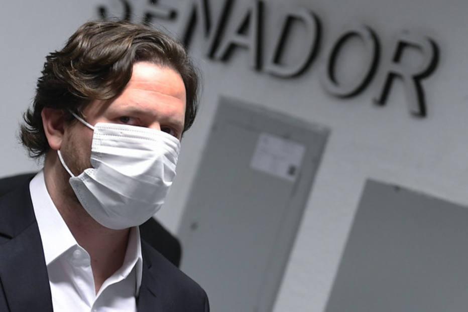 Cuiabano sofre ameaça de prisão por permanecer calado e responde em CPI da Covid que não tem envolvimento com família Bolsonaro