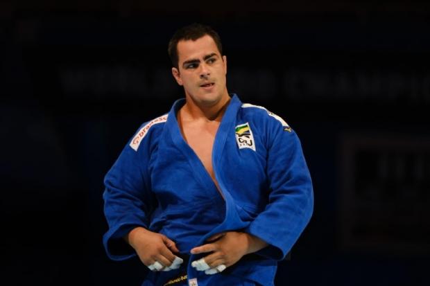 Judoca de Mato Grosso, David Moura conquista prata no Grand Slam e lidera disputa por vaga olímpica
