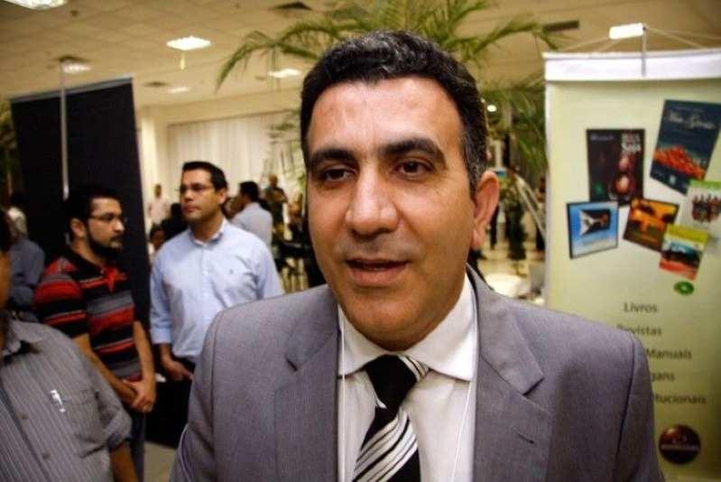 Ex-prefeito assessor