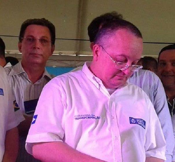 Ezequiel Fonseca ao lado de Pedro Taques, no palanque, em São José dos Quatro Marcos